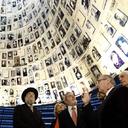 Nota em memória das vítimas do holocausto