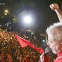 Ao lado dos metalúrgicos, Lula alerta: