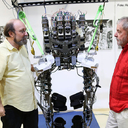 Pesquisa de cientista brasileiro consegue recuperação parcial de paraplégicos