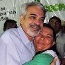 Lula e Dilma triplicaram investimento social e melhoraram vida do povo, diz senador