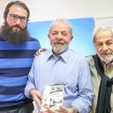 Lula conversa com escritores Raduan Nassar e Julián Fuks