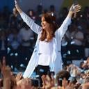 Cristina Kirchner é eleita senadora e comanda oposição a Macri