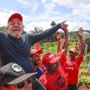 """""""Nossa luta é incansável"""", diz Lula em visita a acampamento do MST"""