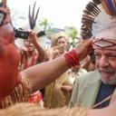 Indígenas homenageiam Lula em Salvador