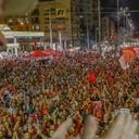 Caravana de Lula reúne multidão em São Leopoldo
