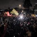 Lula chega em Curitiba com apoio do povo e bombas da PF