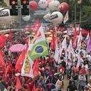1º de Maio unificado reúne milhares em Curitiba por Lula e eleições livres