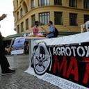 Agrotóxicos matam um brasileiro a cada 3 dias