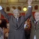 Há 27 anos: Mandela conhece o Brasil