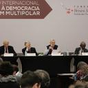 Líderes e intelectuais analisaram crise da democracia
