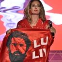 No palco do Festival de Garanhuns, Letrux pede Lula Livre