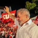 """""""Na luta vamos derrotar a tragédia"""", escreve Lula a CUT"""