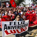 Como presente, Lula pede que não deixem destruir o país