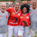 Partida com Lula no campo do MST celebra democracia