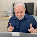 """Brasil precisa retomar a democracia"", diz Lula"