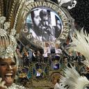 Gaviões da Fiel emociona o sambódromo e Lula com samba sobre sua vida